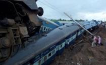 Hindistan'da tren kazası! 27 ölü...