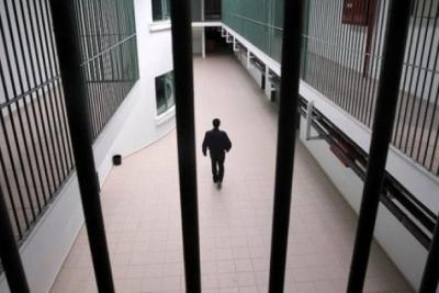 'Hırsızlık' suçlamasıyla tutuklandı, cezaevini soyup firar etti