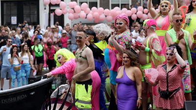 Hollanda Anayasası'na 'Cinsel yönelime dayalı ayrımcılık suçtur' hükmü ekleniyor