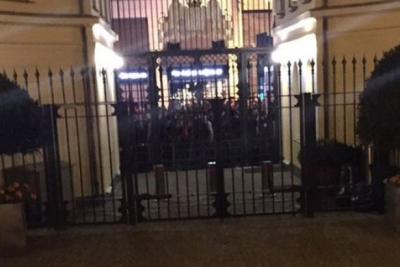 Hollanda Büyükelçiliğine ve Konsolosluğuna giriş çıkışlar kapatıldı