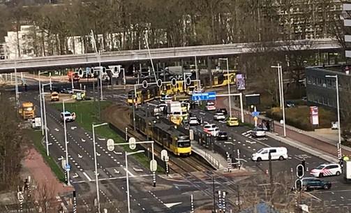 Hollanda'da silahlı saldırı: Yaralılar var