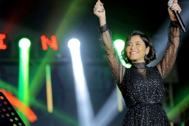 İfade özgürlüğü olmadığını söyleyen Mısırlı şarkıcıya konser yasağı