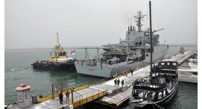 İngiliz savaş gemisi İstanbul Boğazı'ndan geçip Karadeniz'e girdi