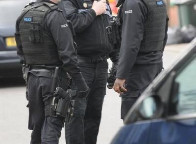 İngiltere'de silahlı bir şahıs çok sayıda kişiyi rehin aldı!