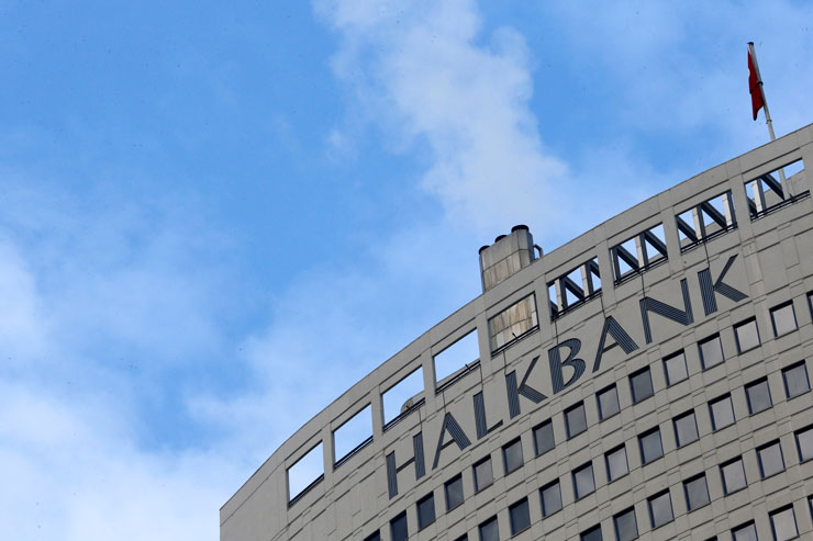 İnternet sitesinden ucuz dolar satılan Halkbank'ın yöneticilerine takipsizlik