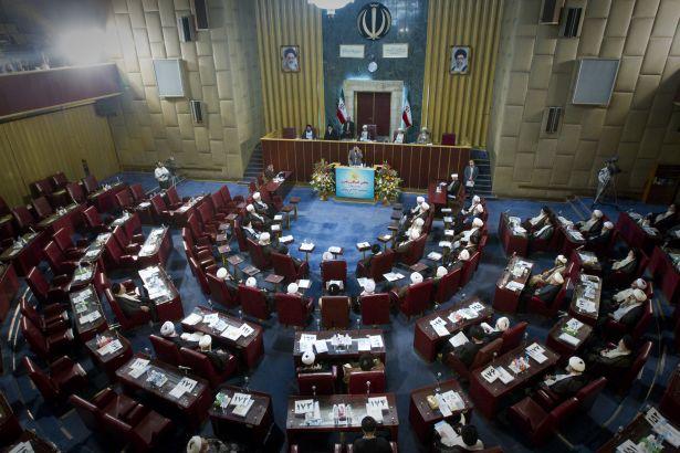 İran'da çok sayıda devlet görevlisi istifa etti