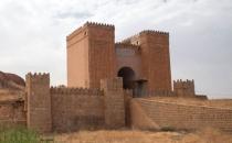 IŞİD Irak'ta bulunan 2 bin yıllık kapıyı yok etti!