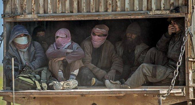 IŞİD teslim olan üyelerine bombayla saldırdı