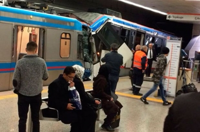 İstanbul Edirnekapı'da Topçular İstasyonunda Tramvaylar Çarpıştı