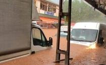 İstanbul'a giden 45 yolcu sel nedeniyle mahsur kaldı!