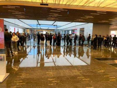 İstanbul'da 13 bin 999 TL'lik iPhone kuyruğu