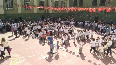 İstanbul'da depremden zarar gören 29 okulda eğitime bir gün ara verildi