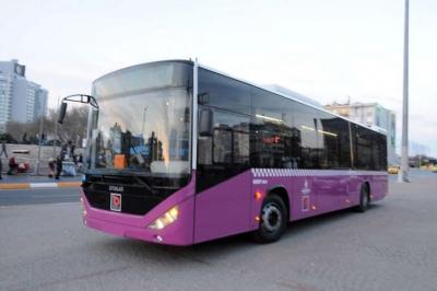 İstanbul'da halk otobüsü şoförü son kalan yolcu kadını alıkoydu