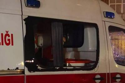 Koronavirüs şüphesi olan hastayı taşıyan ambulansa saldıran iki kişi tutuklandı