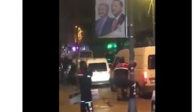 İstanbul'da AKP pankartları sökülmeye başladı