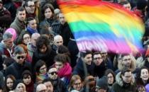 İtalya'da eşcinsel medeni birliktelik yasası kabul edildi!