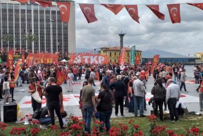 İzmir'de 1 Mayıs kutlaması için kitle toplanmaya başladı