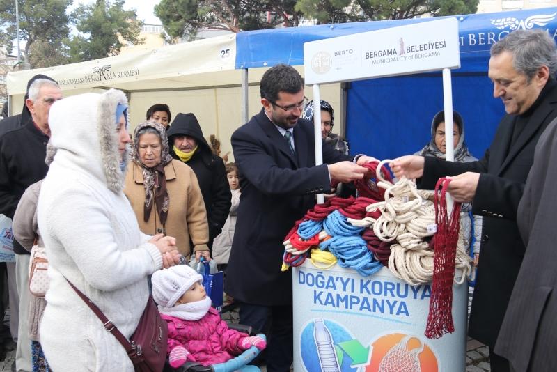 İzmir'de '5 Pet Şişe Getirene 1 File Çanta Bedava' kampanyası