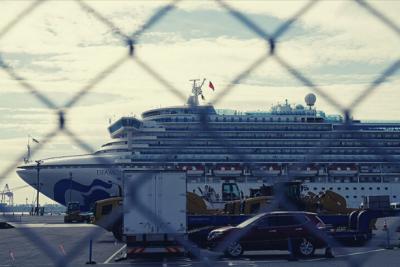 Japonya'da, yeni koronavirüs salgını nedeniyle karantinaya alınan yolcu gemisinde 70 kişide daha virüs tespit edildi