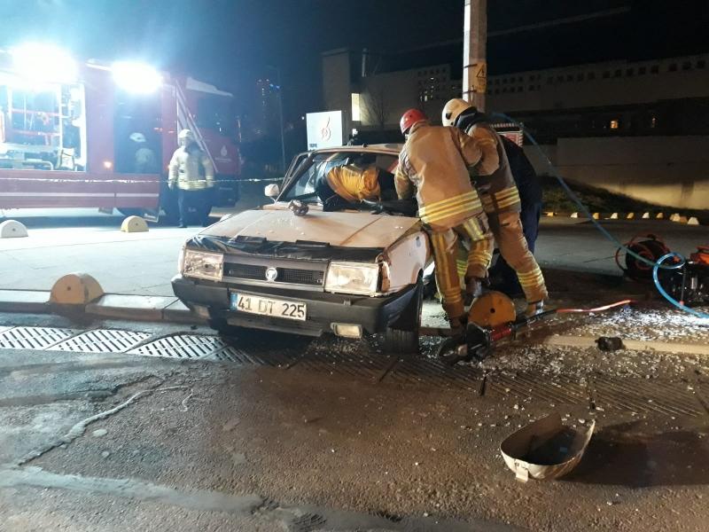 Kadıköy'de 14 yaşındaki çocuğun kullandığı araç kaza yaptı