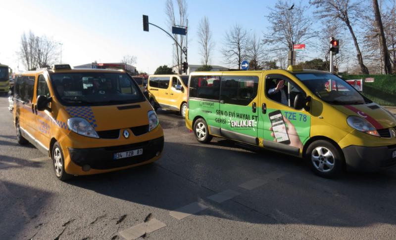 Kadıköy'de dolmuşçulardan 'İşlerimiz düştü' eylemi