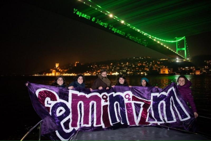Kadınlar Boğaz Köprüsü'nden 8 Mart gece yürüyüşüne çağırdı