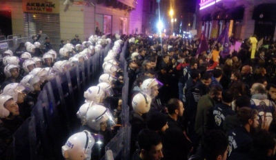 Kadınlar: Kimse çarpıtmasın, ıslıklar ezana değil polise, gaz sıkarak ezanı dinlemeyen polisti