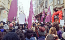 Kadınlar Taksim'de Özgecan için toplandı!