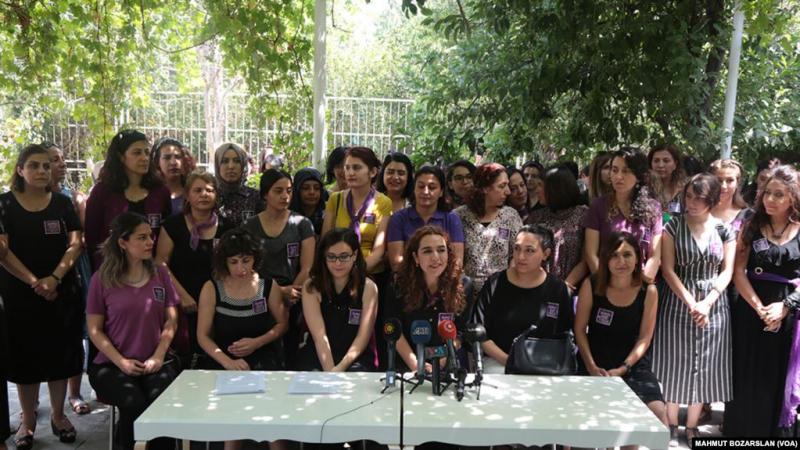 Kadınlardan şiddete karşı eylem