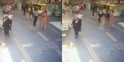 Katil çıplak halde elinde bıçakla sokağa çıktı