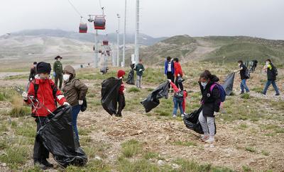 Kayseri'de, 4,3 ton çöp toplandı