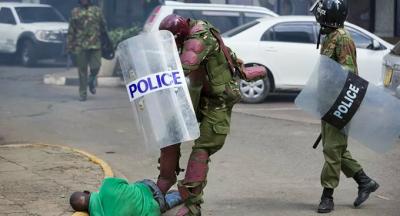 Kenya'da polis sokağa çıkma yasağına uymayan 15 kişiyi öldürdü