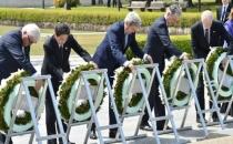 Kerry, ABD'nin atom bombası attığı Hiroşima'yı ziyaret etti!