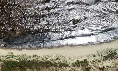 Kirlilik ve müsilaj nedeniyle, Bandırma sahillerinin kumu siyaha boyandı