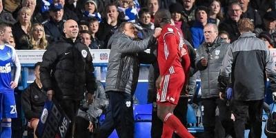 Kırmızı kart gören Sol Bamba, hocasına vurdu!