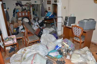Kompulsif biriktirme hastalığı: Bursa'da binadan 3 kamyon çöp çıktı