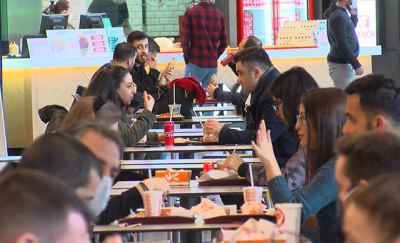 Kontrollü normalleşme: AVM'lerin yemek katlarında doluluk