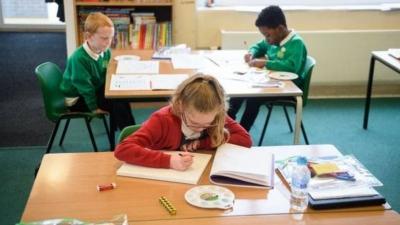 Koronavirüs: Fakir ve zengin öğrenciler arasındaki eğitim uçurumu arttı