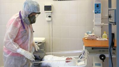 Koronavirüs salgınında doğum sırasında anne ve bebek ölümleri üç katına çıktı