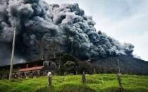 Kosta Rika'da volkan patladı!