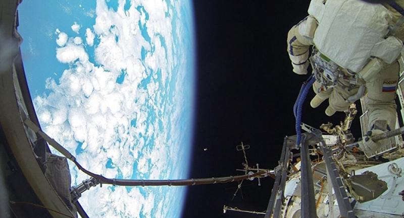 Kozmonotlar, 10 yıldır uzay boşluğunda gezen havluyu aldı