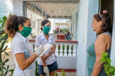 Küba'da 28 bin Tıp öğrencisi evleri gezerek halkın şikayetlerini not aldı