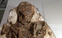 Kucağında bebekli anne fosili bulundu!