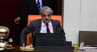 Kürsüde rahatsızlanan HDP'li Mithat Sancar hastaneye kaldırıldı