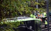 Londra'da tramvay devrildi! Ölü ve yaralılar var...