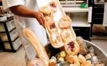 Manav ve marketlerin çöpe atacağı yiyecekler toplanıyor!