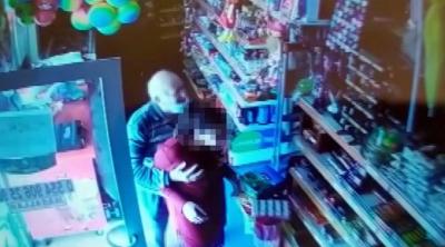 Markette kız çocuğunu taciz eden 85 yaşındaki şahıs serbest bırakıldı!