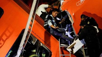 Meksika'da metro üst geçidi çöktü: 23 ölü