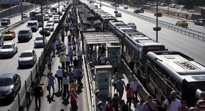 Metrobüse binenlerin yüzde 81'i metrobüse binmek istemiyor