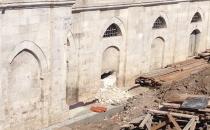 Mimar Sinan'ın yaptığı caminin duvarı delindi!